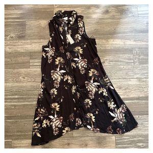 NWT Cupio Floral Sleeveless Handkerchief Tunic Top